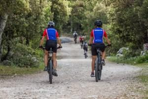 two bicyclestis on their bike tour, symbolizing the opportunities of a real luxury vacation experience in Obonjan, Croatia