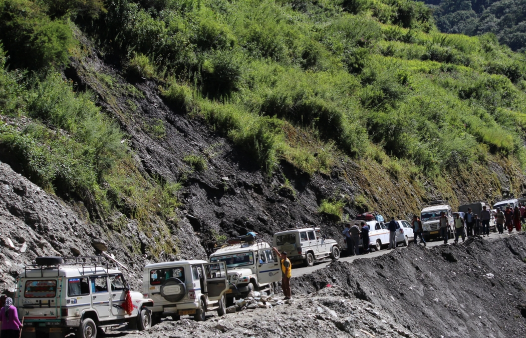 traffic jam on an adventure vacation in India, benefits of working with a travel agent